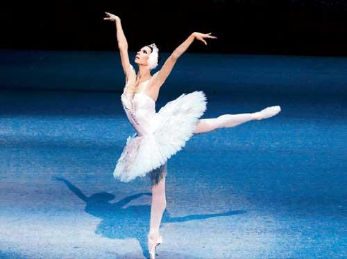 Ballet dancer and face spitting
